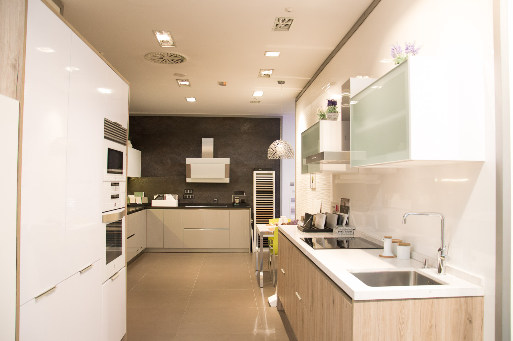 C mo limpiar las juntas de los azulejos para cocina for Azulejo de la pared de la cocina verde